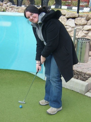 Alton Towers Trip - Heather playing golf